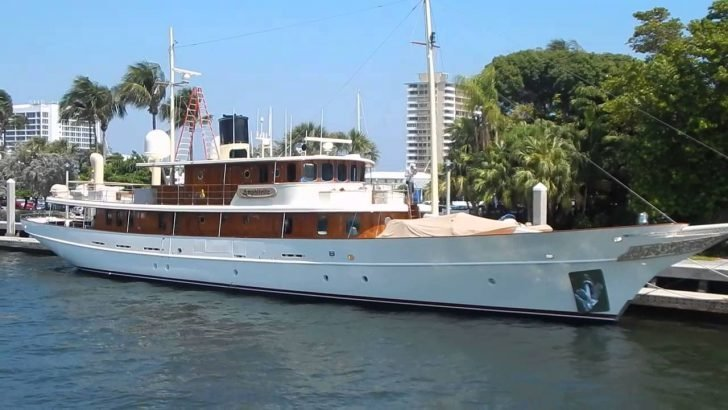 The vessel was a gift for Depp, and it was built in Turkey last 2001.