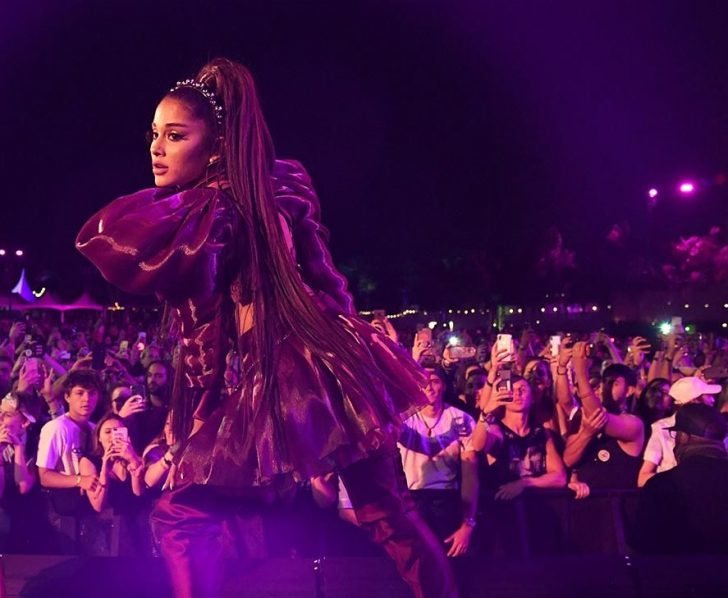 Ariana Grande ended the Coachella weekend with a bang with her prolific performance.