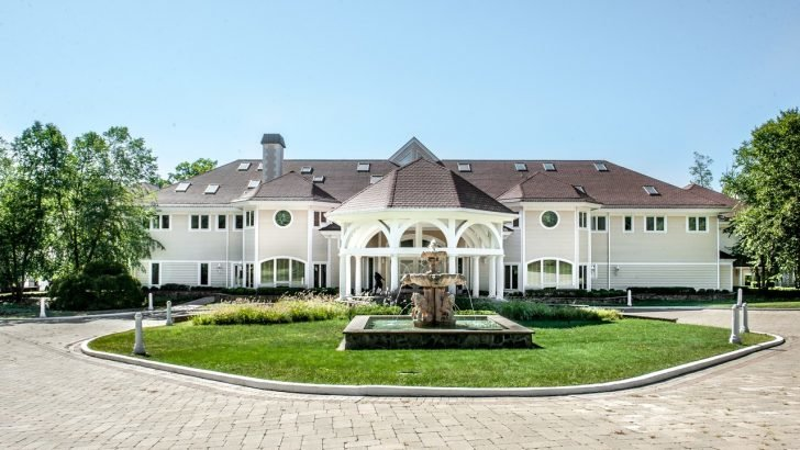 According to sources, the new owner of the Connecticut mansion is businessman Casey Askar, who owns several pizza establishments and restaurants across the country.
