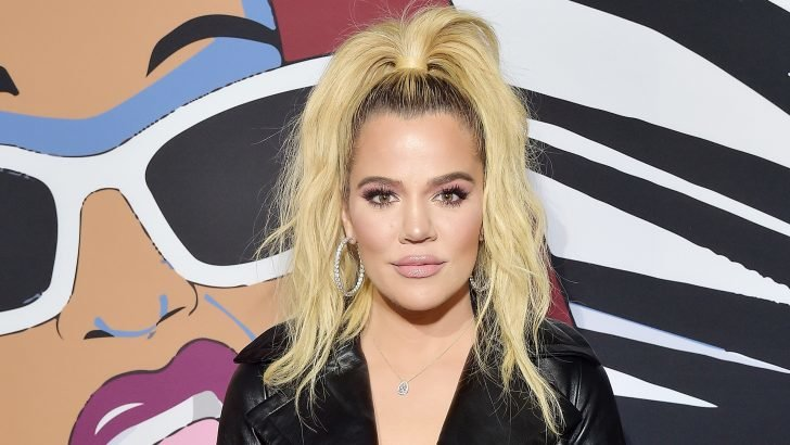 Cuoco reveals Khloe Kardashian previously owned her mansion in California.